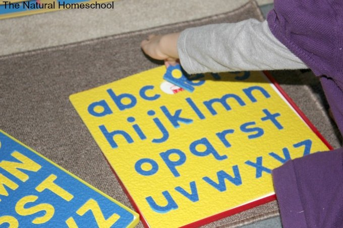 In this post, I will give you some ideas on how toddlers can use their senses to learn, experience and discover the letters of the alphabet. I am including a few Montessori items as well, in case you were wondering about venturing in that direction. There are free alphabet printables for you as well.