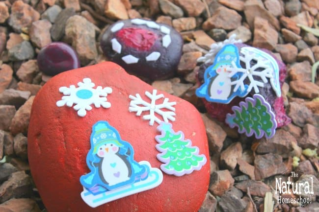 We have discovered just how much we like to paint rocks that we are always looking for painting rocks ideas for kids to use. In this post, we will be showing you some Christmas rock painting crafts for kids!