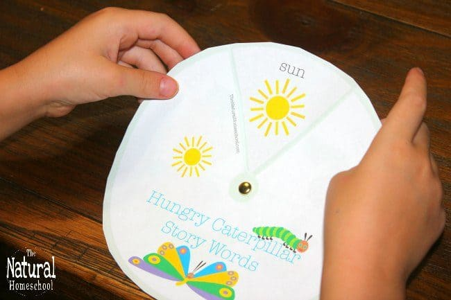 Do you love hungry caterpillar printables as much as we do? In this post, you will see a set of 8 the very hungry caterpillar pictures to print, activities to make, games to play and many things to learn!
