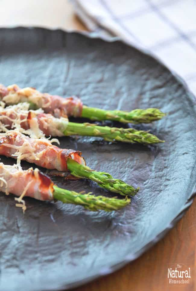 Have you tried the bacon wrapped asparagus bundles? They are so good! In this post, I will show you the deliciously amazing bacon wrapped asparagus recipe that I made for a get together.